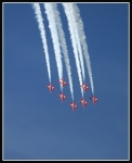 Red-Arrows-diving_2455