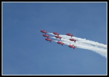 Red-Arrows-inverted-in-roll_2365